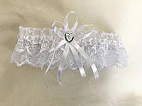Белая свадебная подвязка для невесты