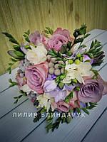 Свадебный букет невесты из розы, брунии, фрезии