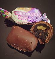Чернослив с орехом в шоколаде