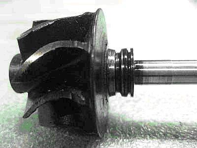 - Износ уплотнительного кольца со стороны корпуса турбины  - Износ вала турбокомпрессора (посадочное место уплотнительного кольца со стороны корпуса турбины)