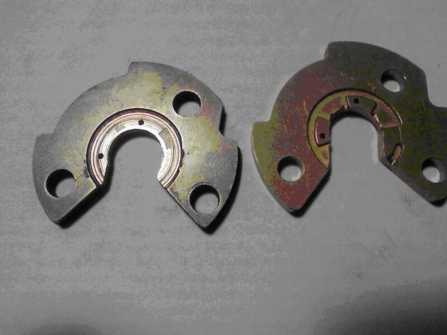 Износ радиального или упорного подшипника турбокомпрессора, как следствие – соприкосновение при работе колеса турбины с корпусом турбины и (или) колеса компрессора с корпусом компрессора.