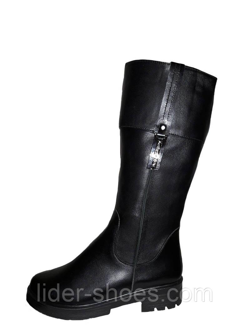 Зимние кожаные сапоги на низком каблуке
