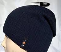 Вязаная мужская шапка с кнопкой сзади