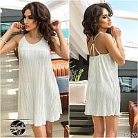Женское коктейльное платье белого цвета из плиссированной ткани. Модель 13520