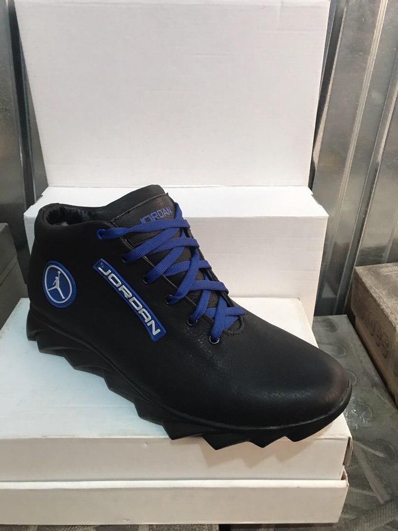 8b46cac85e1d Зимние мужские кожаные кроссовки Jordan черные на объемной подошве синие  шнурки