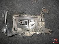 1k0915333c Корпус кронштейн под аккумулятор на Фольксваген Пассат В6 VW Passat B6