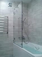Распашная перегородка на ванную с глухой частью