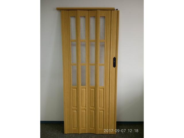 Дверь гармошка полуостеклённая