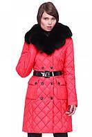 Зимнее стеганное пальто с меховым воротником