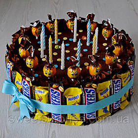 """Торт из сладостей на День рождения """"Snickers"""""""