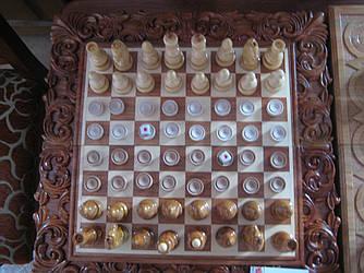 Шахматы, шашки, нарды из дерева с красивой резбой в подарок