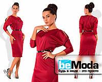 Нарядное женское атласное платье с вырезами на плечах бордовое