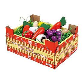 Деревянные овощи в коробке