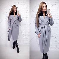 Зимнее удлиненное пальто классического стиля с мехом на воротнике 580228