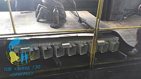 Обработка стыка ленты клеем
