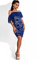 Гипюровое платье с открытыми плечами синее