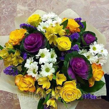 Букет микс из желто-фиолетовых цветов.