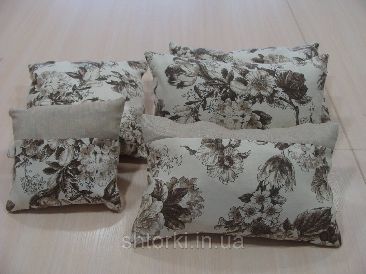 Комплект подушек  Розы беж и коричневые, 5шт