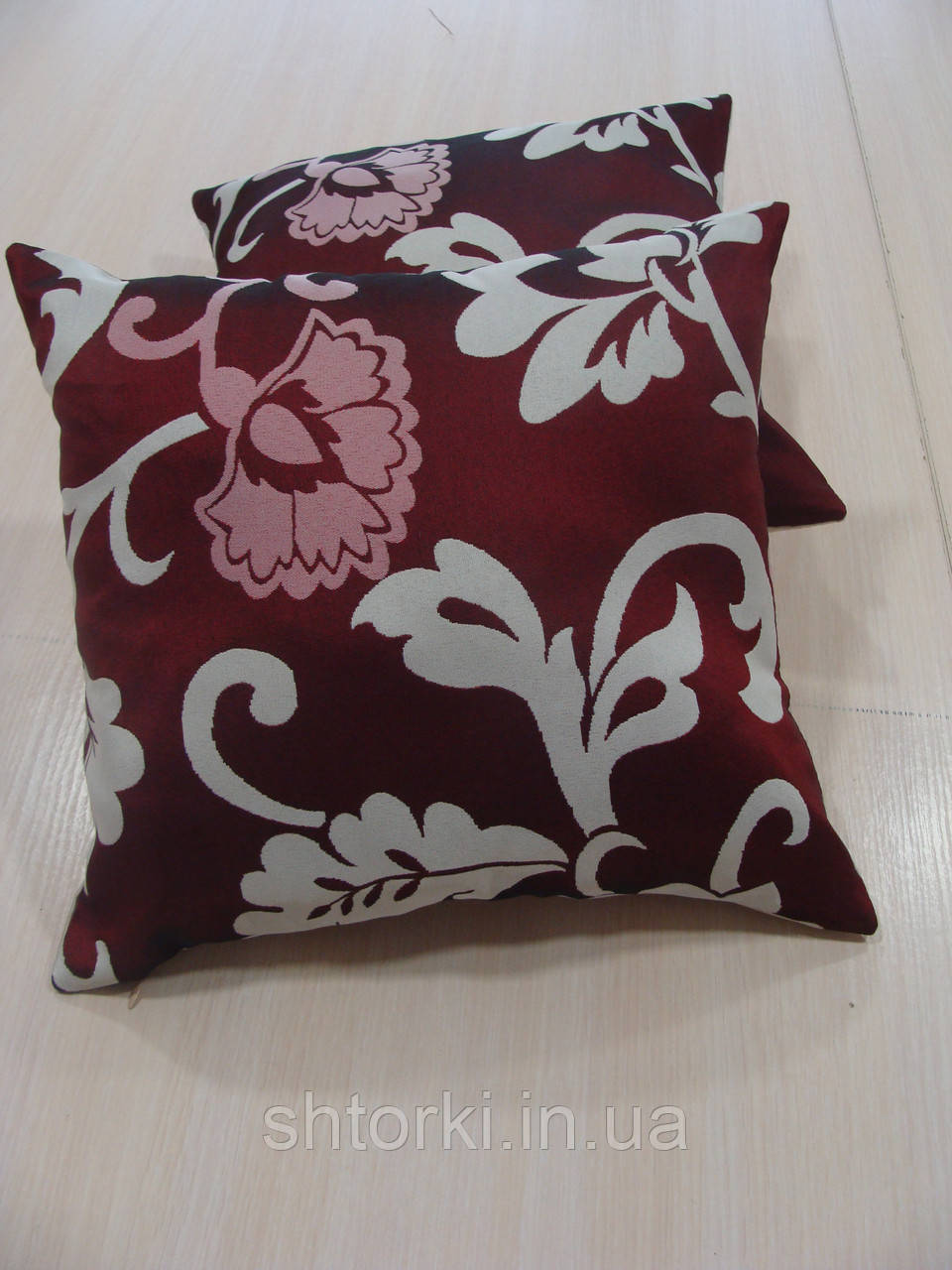 Комплект подушек бордо и молочные  завитки, 2шт 30х30см