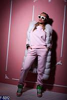 Стильный розовый  женский спортивный костюм декорирован объёмным шевроном  тринить на флисе  Арт-15076