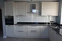 Кухня с фасадами из ясеня, фото 1