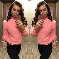 Пушистый свитер со свободными рукавами