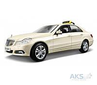 Автомодель Maisto (1:18) Mercedes Benz E-Class German Taxi (36191) Светло-жёлтый