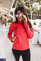 Короткая стрейчевая женская куртка из итальянской экокожи ярко-красного цвета.  Арт - 18091