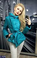 Стильная осеняя дутая куртка на запах с поясом на синтепоне голубого цвета.  Арт - 18093