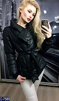 Стильная осеняя дутая куртка на запах с поясом на синтепоне черного цвета.  Арт - 18093