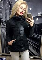 Демисезонная короткая женская куртка  косая молния черного цвета.  Арт - 18095