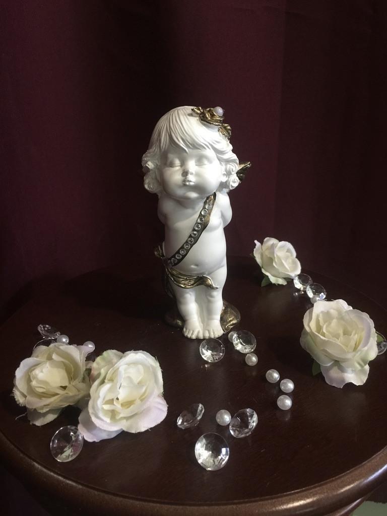 Ангел гипсовый Девочка стоящая с букетом средняя золото