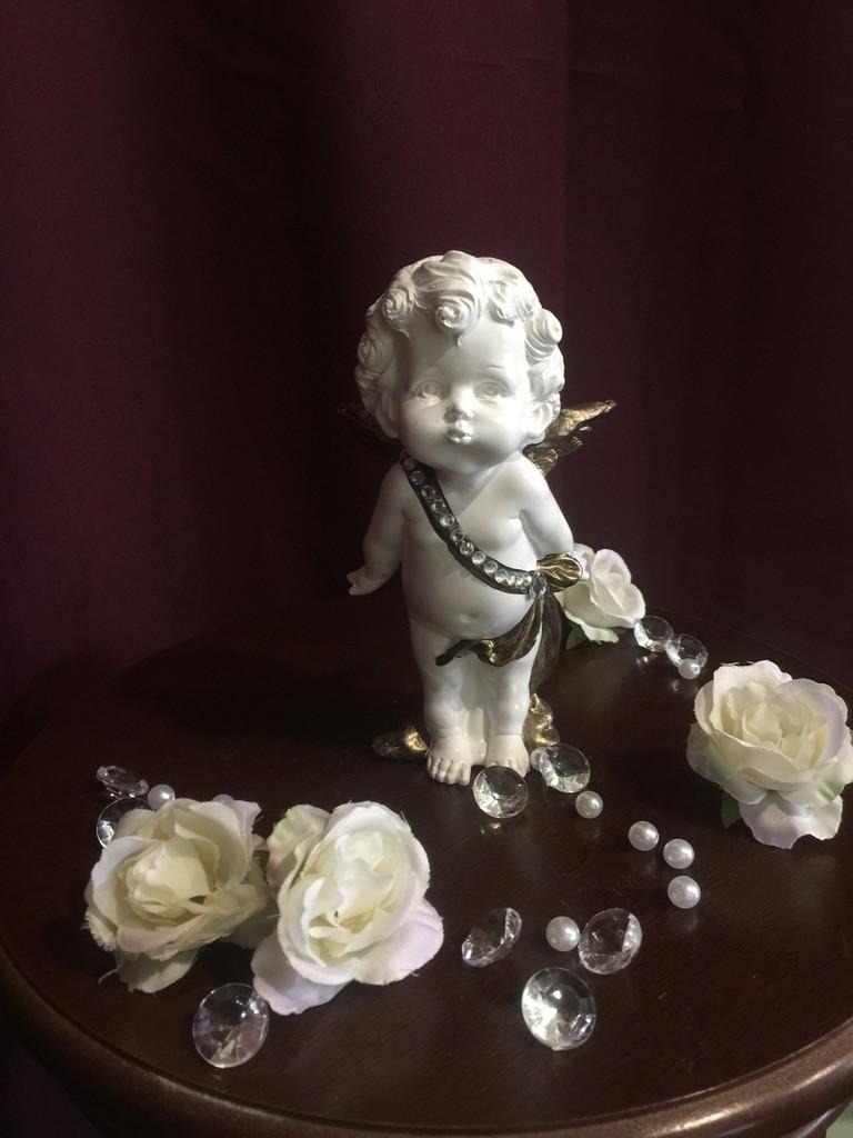 Ангел гипсовый Мальчик стоящий средний золото