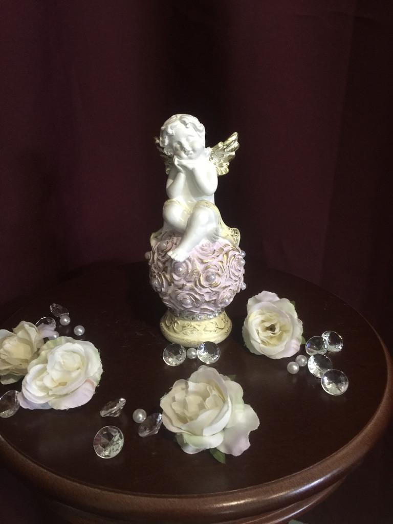 """Ангел гипсовый """"На шаре из роз"""" средний покраска пастель"""