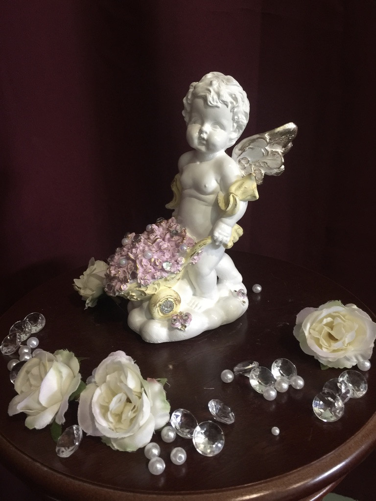 Ангел гипсовый С повозкой цветов пастель