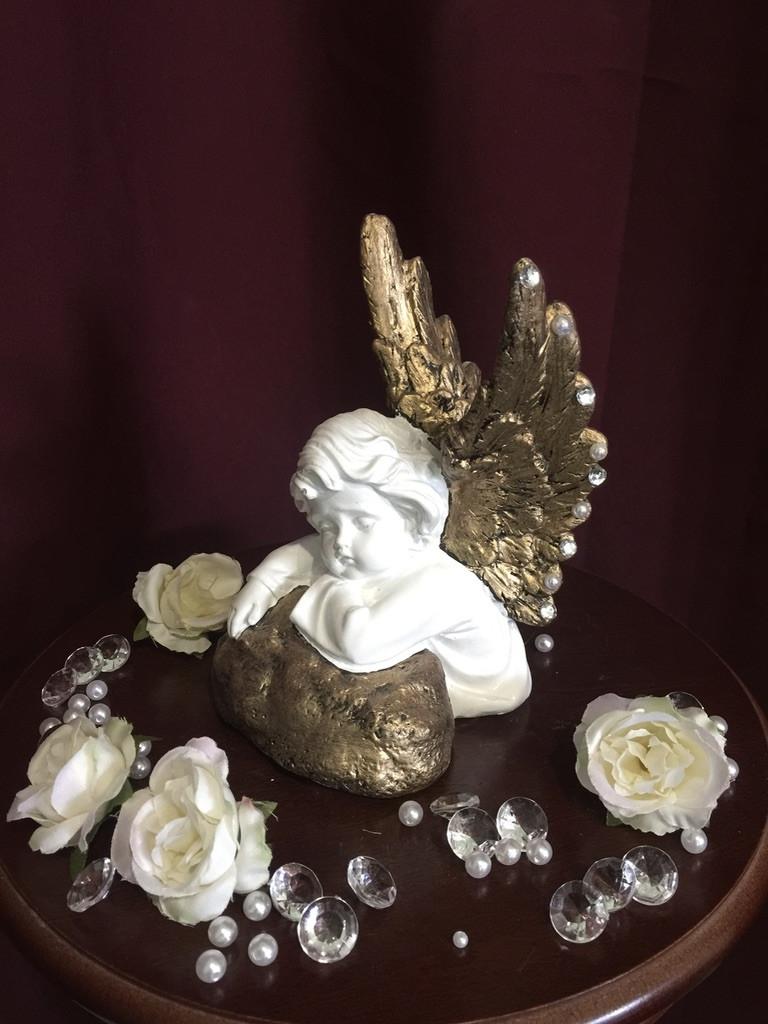 Ангел гипсовый Спящий на камне золото