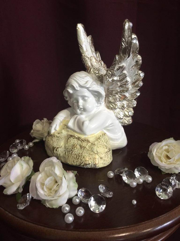 Ангел гипсовый Спящий на камне пастель