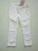 Фирменные джинсы на девочку 4 года вильветовые.