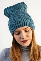 Молодежная вязаная шапка модного фасона