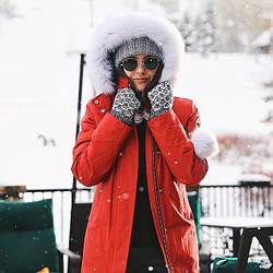 Куртки оптом: обилие меха на капюшоне снова в моде! Спешите приобрести трендовое изделие до начала холодов в компании «Мир Опта 7 км»!