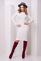 Модное облегающее вязаное платье в косичку молочого цвета