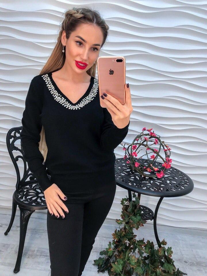 Классный свитер со стразами черного цвета