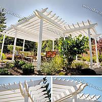 Крытая терраса с белой перголой из дерева