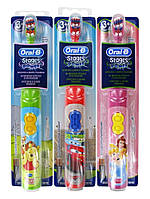 Детская электрическая зубная щетка на батарейках Oral-B Stages Power (от 3 лет)