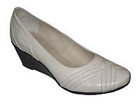 "Женские кожаные бежевые туфли на танкетке. ТМ ""Maestro"", фото 1"