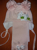 Шапка и шарф для девочки с украшением