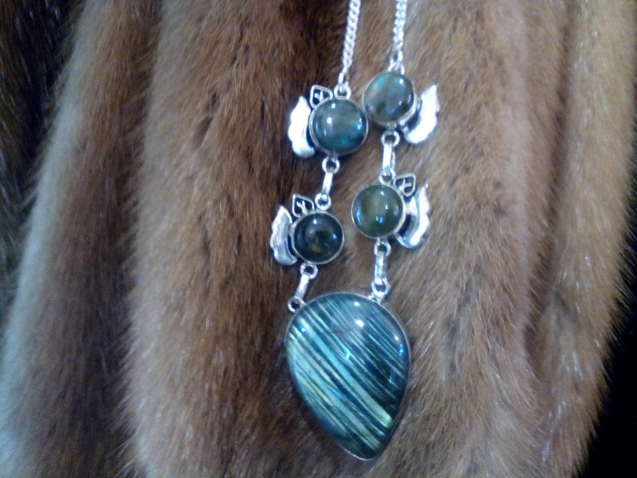 Красивое колье, ожерелье с камнем лабрадор в серебре. Индия!
