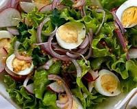 Салат с яйцами и кедрами