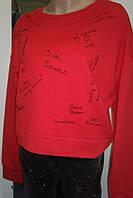 Молодежный свитер красного цвета