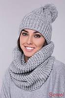 Женская вязаная шапка с большим бубоном серая